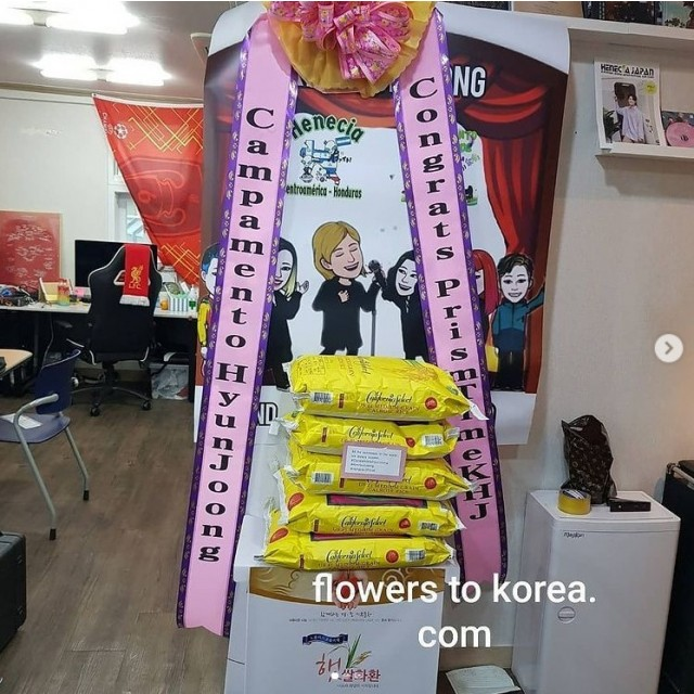 Artificial Flower Stand Spray with Rice Donation for Kpop Star