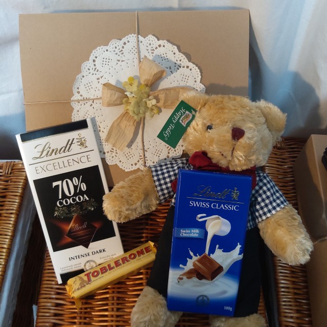 Teddybear & Lindt gift box